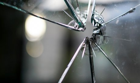 poseur verre anti infraction la grand croix bon artisan vitrier. Black Bedroom Furniture Sets. Home Design Ideas